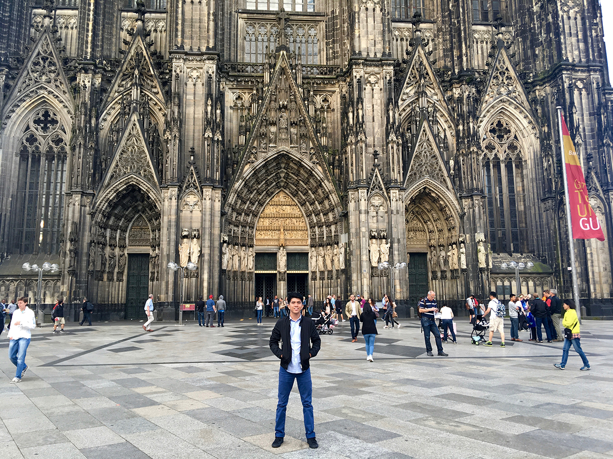 one night in cologne visiting the cathedral and buying rimowa lord around the world. Black Bedroom Furniture Sets. Home Design Ideas